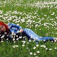 Рыжая русалка на цветущем лугу :: Екатерина Торганская