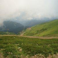 горы в облаках :: Олег Кручинин