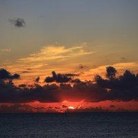 Закат солнца :: valeriy khlopunov