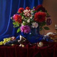 Цветов невянущих стоит букет... :: Валентина Колова