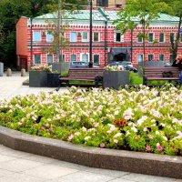 Сквер у станции метро «Новокузнецкая» в Замоскворечье :: Денис Кораблёв