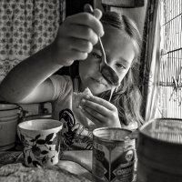 А я намажу блин сгущёнкой, вкуснее блюда просто нет :: Ирина Данилова