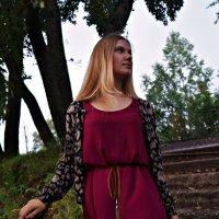 спускаясь по лестнице .. :: Валерия Воронова