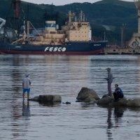 Вечерняя рыбалка. :: Павел Бескороваев