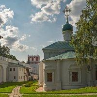 Новодевичий монастырь, церковь Амвросия, епископа Медиоланского :: Владимир Демчишин
