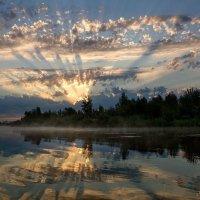 Рассвет над рекой :: Тамара Андреева
