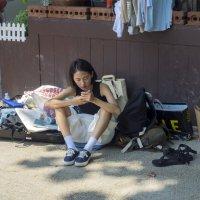 Таиланд. Паттайя. Туристка и её багаж :: Владимир Шибинский