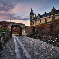 Замок Кронбург, закат и велосипеды :: Игорь Иванов