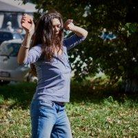 Танцующая девшука :: Сергей Черепанов