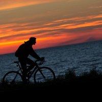 Вечером на велосипеде. :: Юрий