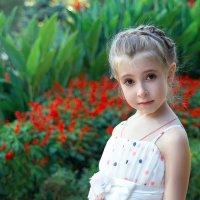 Как цветы украшают окружающий мир,  Детки украшают нашу с вами жизнь. ) :: Райская птица Бородина