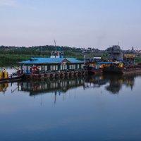 Плавучий дом на реке Белой :: Сергей Тагиров