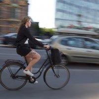 Девушка на велосипеде :: Александр Павленко