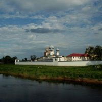 Успенский монастырь на реке Тихвинке. :: Сергей Кочнев