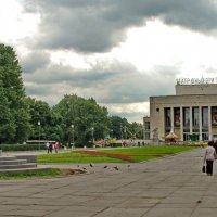 Пионерская площадь :: Олег Попков