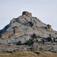 Генуэзская крепость :: вадим измайлов