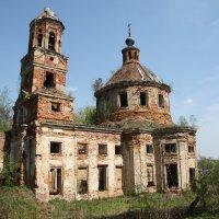 Мильшено, заброшенный храм. :: Александр Якуба