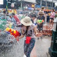 Праздник Сонгкран, Чианг Май, Тайланд. 2013 :: Олег Мишунов