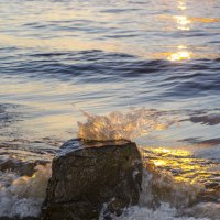 Волны и камень. Закат... :: Gordon Shumway