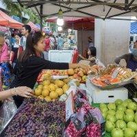 Таиланд. Срирача. Фруктовый рынок :: Владимир Шибинский
