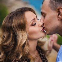 В поцелуе закрывают глаза лишь те, для кого этот поцелуй – полёт сквозь вселенную :) :: Алексей Латыш