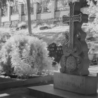 Крест у армянского храма :: Александр Мирошниченко
