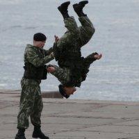 Акробатический этюд от морской пехоты..Произвольная программа.. :: tipchik