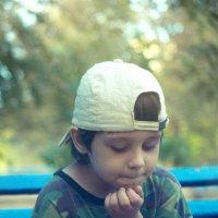 мальчик с яблоком :: Дмитрий Барабанщиков