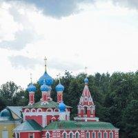 Церковь на берегу Волги в городе Углич :: Сергей Тагиров