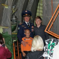 Фото на память с бравым летчиком! :: Анастасия Яковлева
