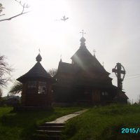 Деревянная   церковь  в  Ворохте :: Андрей  Васильевич Коляскин