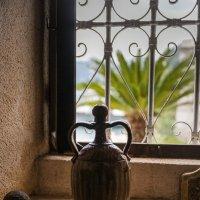 Старинная амфора на острове Богородицы.Черногория. :: Татьяна Калинкина