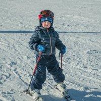 Юный горнолыжник :: Юрий Борзов