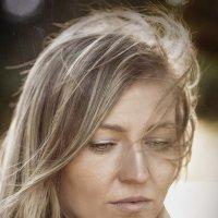 Анна осенний портрет :: Roman Sergeev