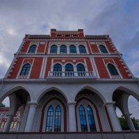 Административное здание в Йошкар-Оле :: Сергей Тагиров