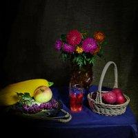 Яблоки, цветы и садовая рябина :: Дубовцев Евгений