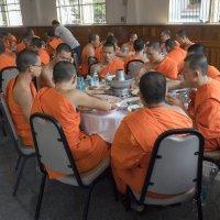 Таиланд. Бангкок. В трапезной монастыря :: Владимир Шибинский