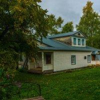 Сентябрь в Ильинском. Бывшая усадьба графского служащего. :: Валерий Симонов