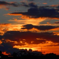 Садится солнце за мостом :: Антонина Гугаева