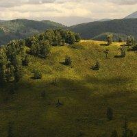 И луч дневной, горит в горах на рёбрах туч 3 :: Сергей Жуков