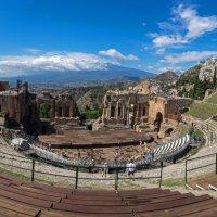 Театр с видом на вулкан.. :: Виктор Льготин