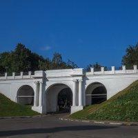 Мост на набережной Ярославля :: Сергей Цветков