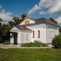 лавка церковная рядом с Храмом Покрова на Нерли :: Светлана .