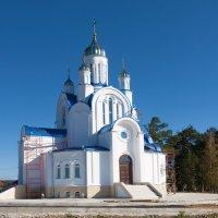 Белокаменная церковь :: Анатолий Иргл