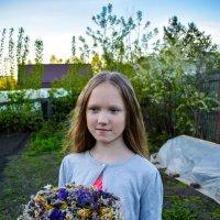 С букетом цветов :: Света Кондрашова