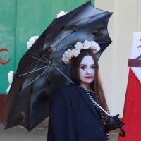День города. С зонтом. :: Александр Брикс