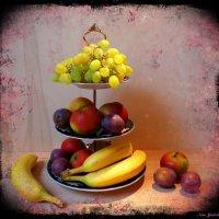 Этажерка с фруктами :: Nina Yudicheva