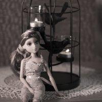 Куколка сидит :: Элен Шендо