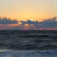 Волнуется Черное море :: valeriy khlopunov