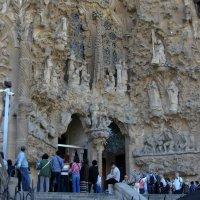 Великий Гауди - Вход в храм Саграда фамилия :: Виталий Купченко
